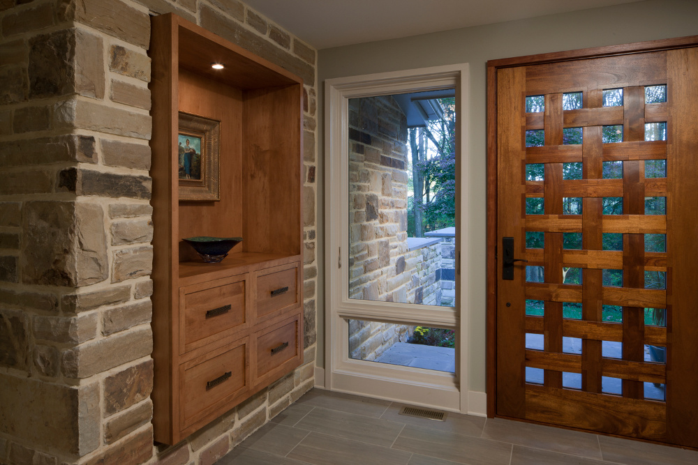 exterior material inside the home. Make a focal-point stone wall, or use horizontal wood siding and place that focal point near a window so it blurs the distinction between inside and outside, bringing nature inside