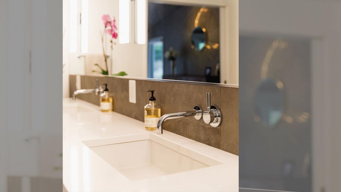 master-vanity-wall-mount-faucet-modern-single-handle-1100x619.jpg